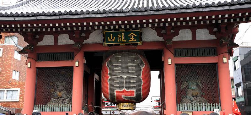 雷門入り口と両側の雷神・風神像。 浅草・浅草寺には、現職であった若い頃修学旅行引率で訪れたとき以