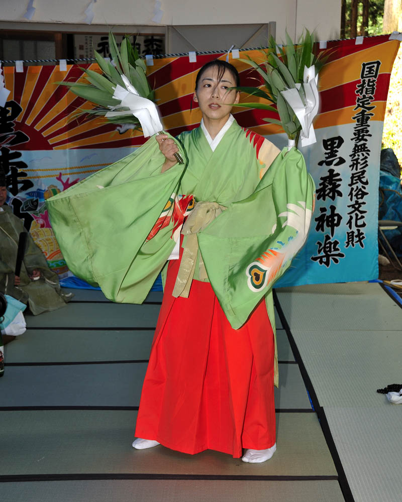 132 Best Images About Xdress On Pinterest: NO.132 黒森神社湯立託宣神子舞